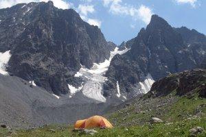 Палатковият лагер от север - Поляната на биковете