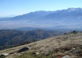 Пирин и Разложката котловина. При слизането към Бачево не може да се разчита на пътека в началото, докато не бъде достигнат някой от черните пътища, които пресичат планината на по-малка височина