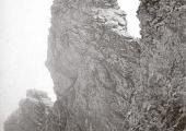 През вековете е имало много опити за изкачване на най-високия връх на планината Олимп - Митикас (2917 м), но чак през 1913 г. тези усилия са довели до успех. Историята ни разказва за Дионисий Олимпийски, живял през 16-ти век, като за първия модерен изследовател и пътешественик, поставил си върха на планината за цел. През юли 1780 година френският морски офицер Sonini безуспешно опитва да достигне до най-високия връх. За първи път това се случва на 2 август 1913 г., година когато двама швейцарци, Fred Buasana и Daniel Baud-Bovy, водени от местния ловец Христос Какалос, се изкачват на най-високата точка на планината Олимп – връх Митикас.