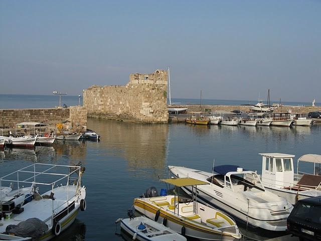 Пристанището в Библос
