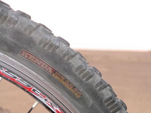 Имаме специални гуми за пустиня, от най-скъпите