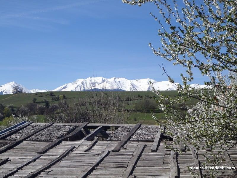 Пирин през пролетта, гледан от село Горно Драглище