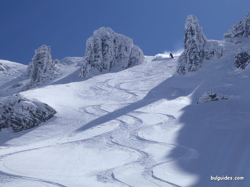 Skiing down the Nameless Peak in Malyovitsa Valley