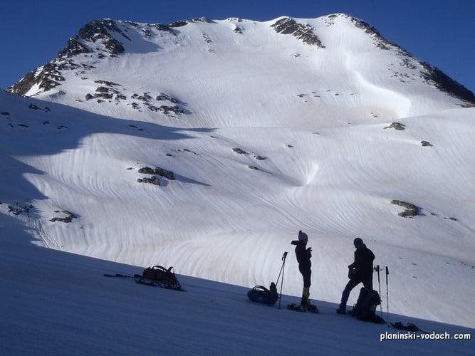 Momin Dvor Peak on the back, preparing to climb Dzangal Peak