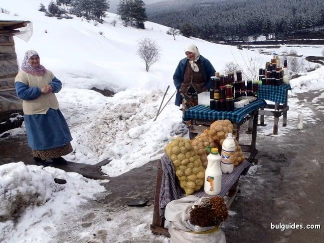 Street vendors near Avramovi Kolibi