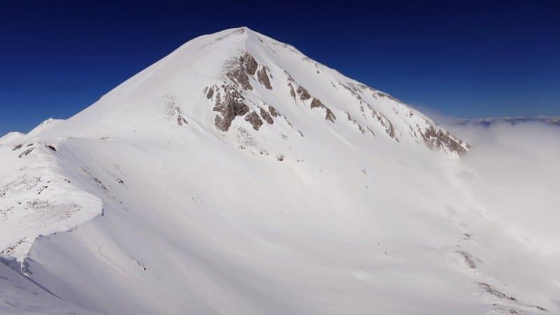 Snowshoeing Hvoynati Peak