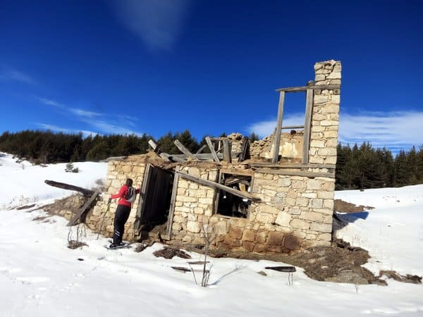 Snowshoeing Ortsevo area near Bansko - old house